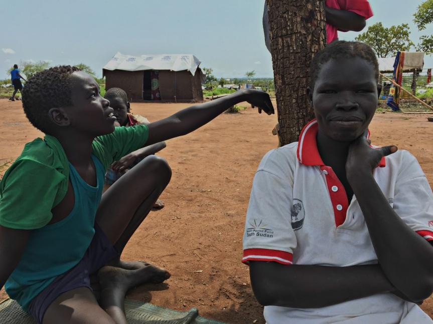cristina-y-uno-de-sus-seis-hijos-en-el-campamento-de-refugiados-de-pagirinya